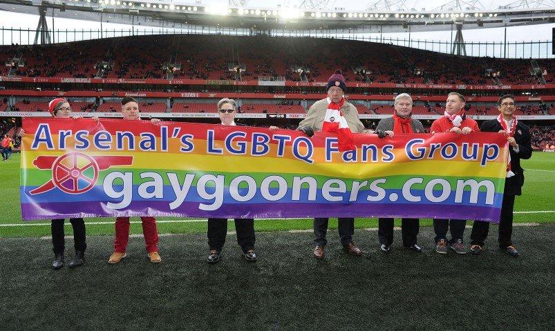 Futebol inglês dá exemplo com torcidas LGBT e campanhas de conscientiz...