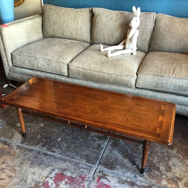 Though this #midcentury LANE &quot;Acclaim&quot; coffee table has a few blemishes, it can be enjoyed as-is or refinished:  http:// buff.ly/2tjIOwE  &nbsp;  <br>http://pic.twitter.com/6rrT9kvSLr
