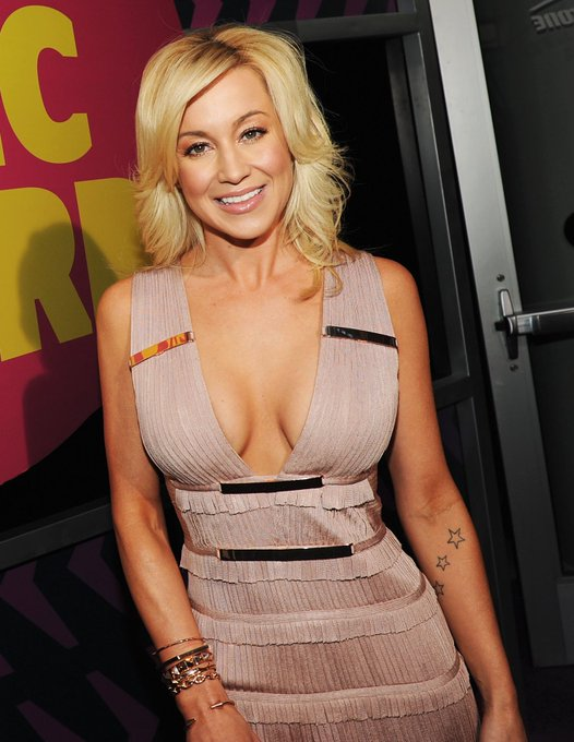 Happy 30th birthday to the beautiful and talented kellie pickler