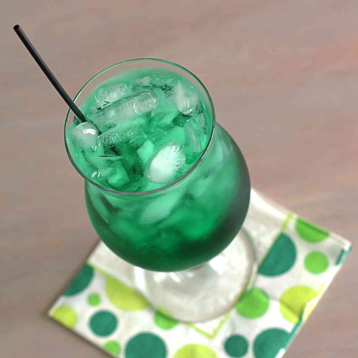 Misty Mint #drink #recipe features just 2 little ingredients, and tastes like mint with hints of caramel &amp; molasses.  https:// mixthatdrink.com/misty-mint/  &nbsp;  <br>http://pic.twitter.com/sOj7X3lUBL