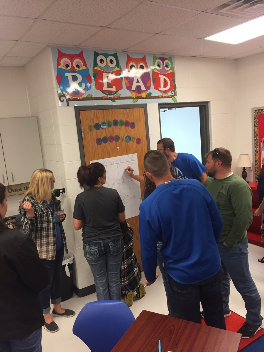 @magnifylearning Making #connections for #pbl partnerships-signing up for community partner meet and greet! <br>http://pic.twitter.com/y2GiEVh8VK