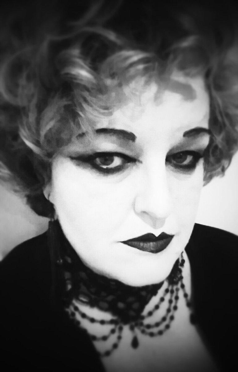 Feeling film noir/gothic today #mistress #gothic #horrorfan <br>http://pic.twitter.com/HpqnvVzKmT