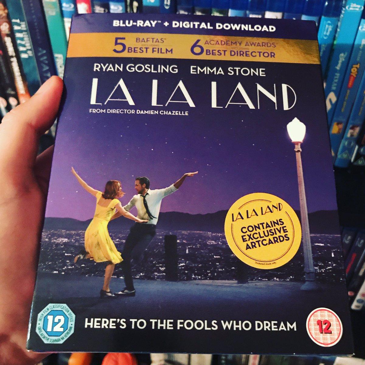 Also, #NewPickUp #LaLaLand #RyanGosling #EmmaStone #BluRay 💃🕺 https://...