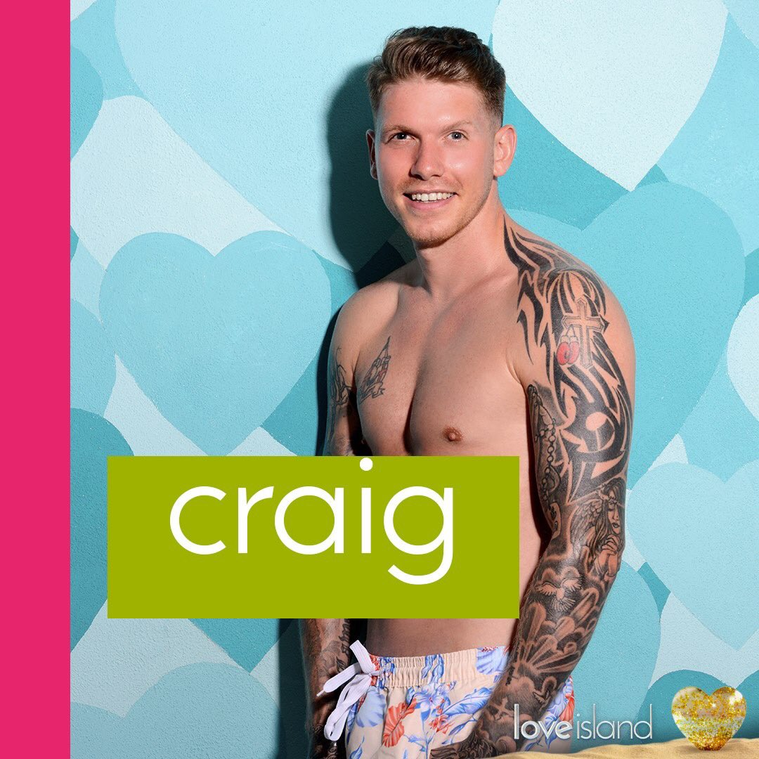 This lad the directors son? #LoveIsland  #HOW <br>http://pic.twitter.com/laCc5ylTyZ