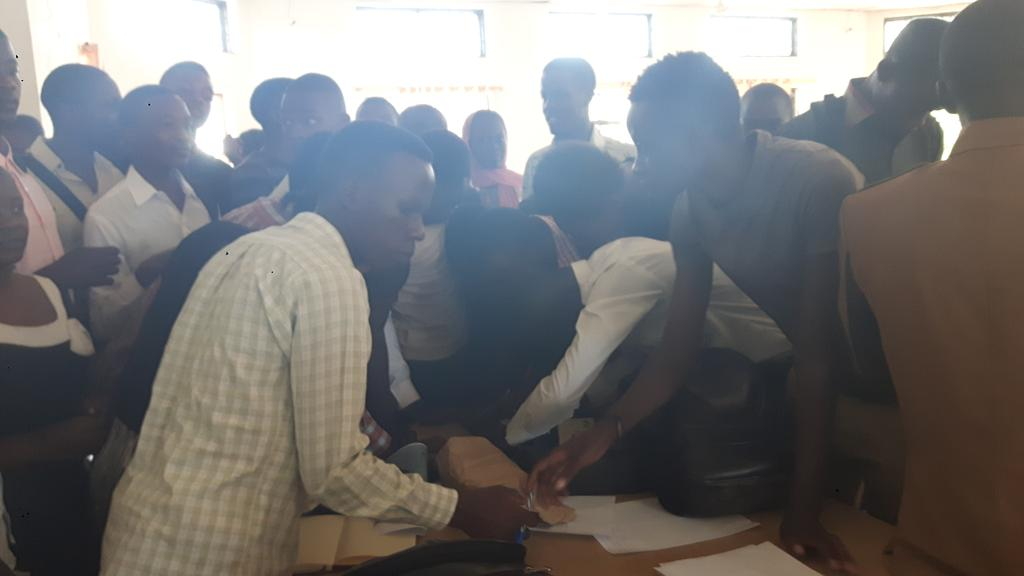 Lots of students signing up to join @youthmappers in #Mwanza #Tanzania first session tomorrow on #openstreetmap<br>http://pic.twitter.com/YxIkGlOjvf