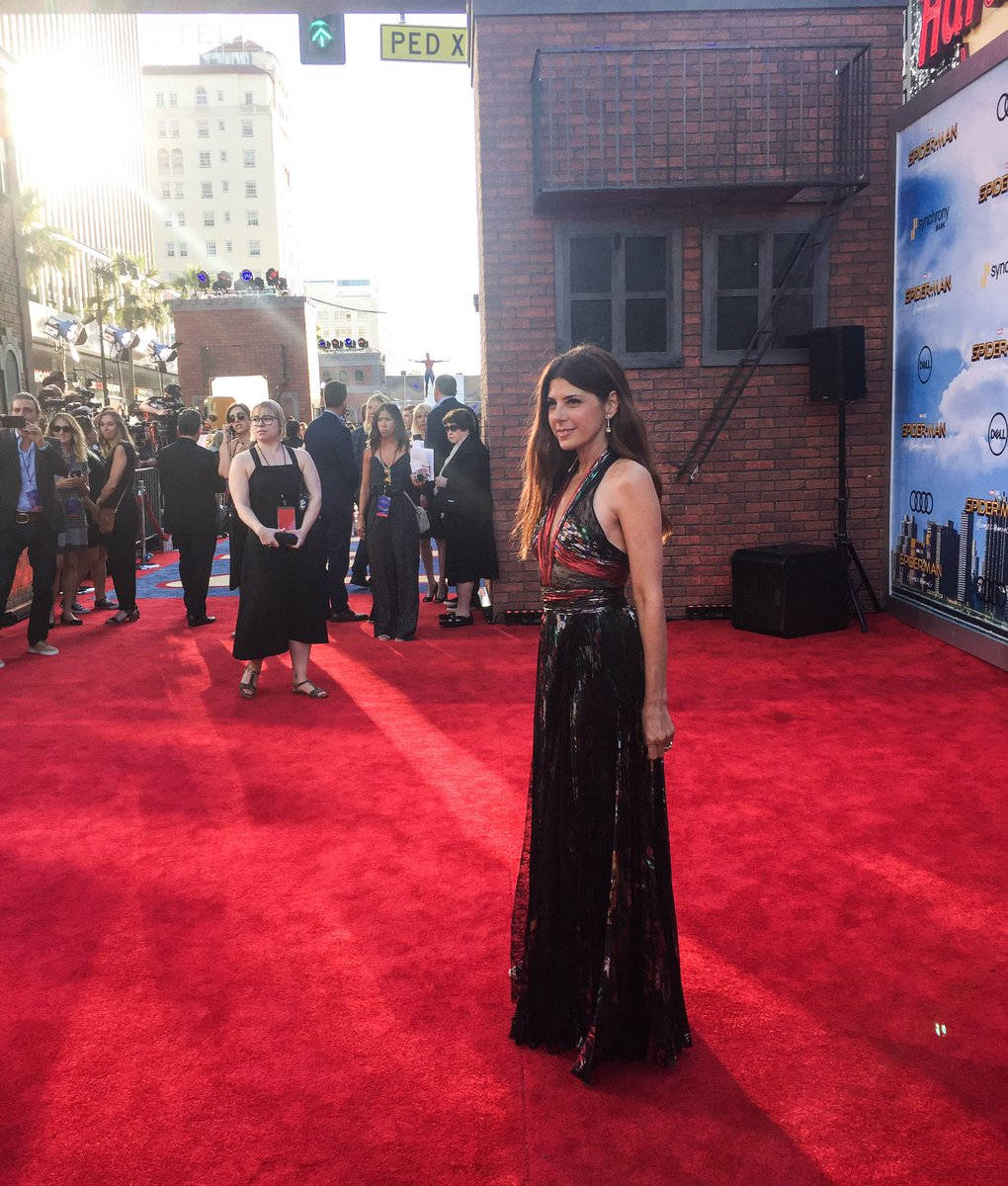 .@marisatomei - Aunt May herself - hits the red carpet. #SpiderManHome...