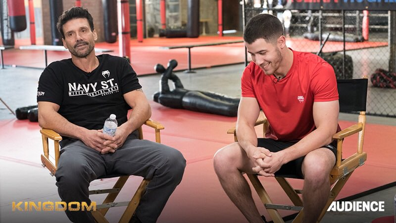 Me and King Kulina on the set of #KingdomTV. Don't miss the new episode tonight at 8pm �� https://t.co/eecpRhM6ud
