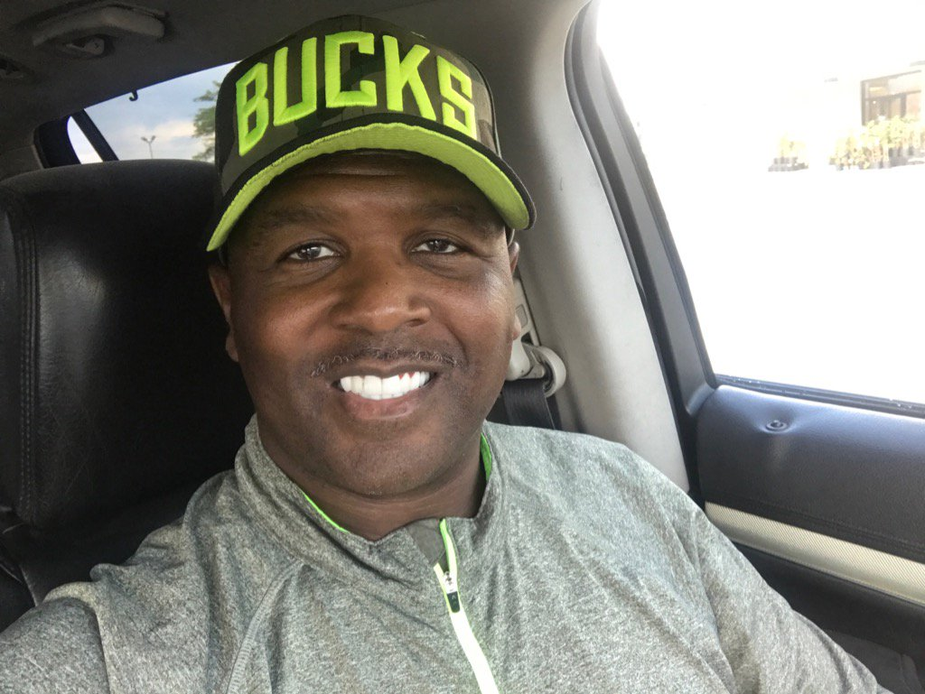 @Bucks my favorite HAT,I BELIEVE IN THE GROWTH OF THIS TEAM https://t....