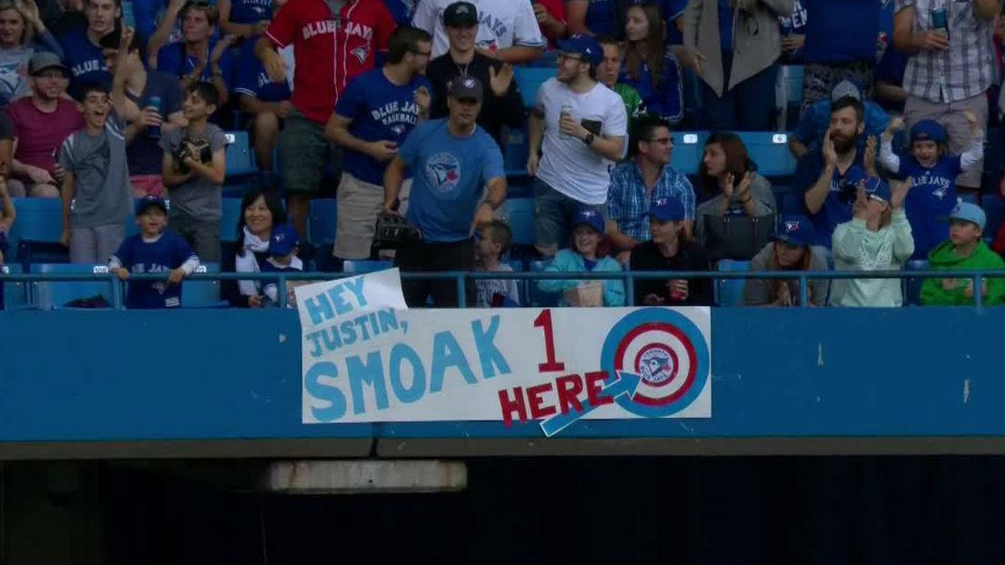 #GottaSeeIt: Justin Smoak with ANOTHER dinger!   https://t.co/B2ycKf4l...