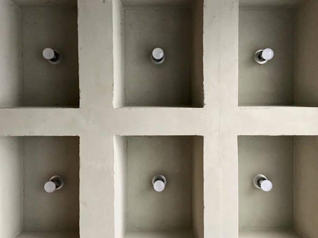 Exterior courtyard ceiling in Clark Hall, built 1964. #mizzou #universityofmissouri #clarkhall #midcentury #midmodmizzou #midcenturymodern … <br>http://pic.twitter.com/G05ZGxYOwP