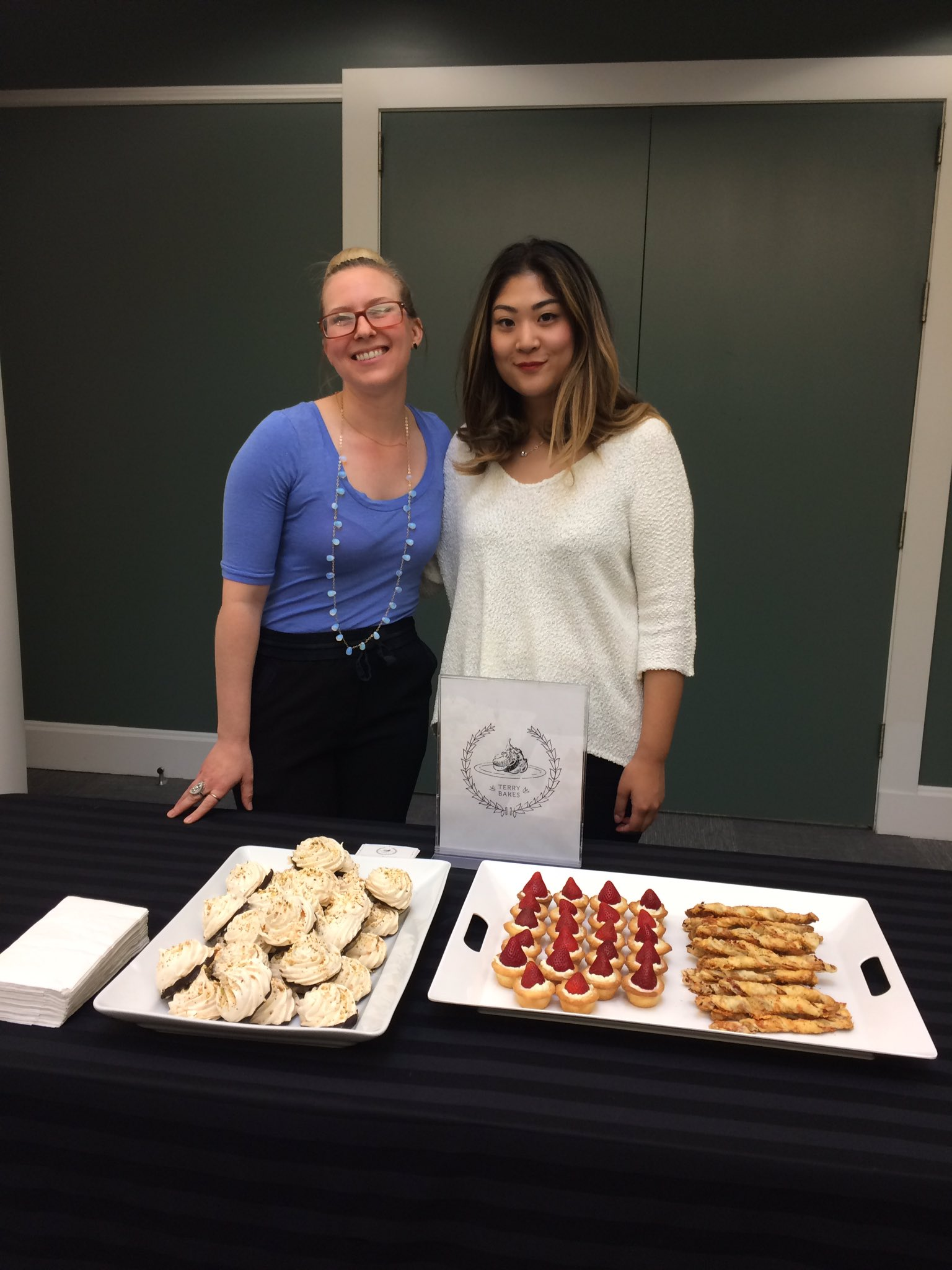 We have delicious treats tonight at our Summer Reads Threesome Book Club thanks to #TerryBakes https://t.co/Cf2Obo8MsE
