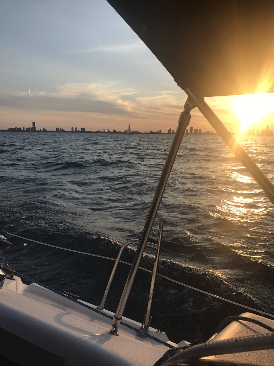 Sun-kissed cinematic #sailing with my #Chicago squad. Thanks &amp; cheers @ChicagoSailboat @sbarnesphoto @AppeaseInc @NandoMilanoTrat!<br>http://pic.twitter.com/PthTr3UUGu &ndash; bij Sailing on Lake Michigan