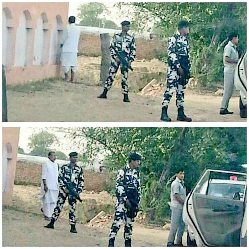 #BJP Minister is not peeing on the road but he is doing &#39;Mutra Visarjan&#39; which is acceptable under #SwachhBharat<br>http://pic.twitter.com/LmUQIysYp6