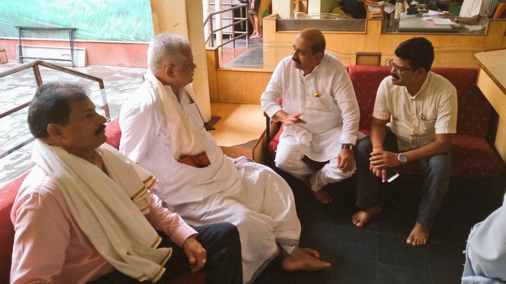 #BJP Jt. Gen. Secretary (Org)Shri B.L. Santhosh ji visited #SriKrishnaMatha today morning &amp; sought blessings from H.H. #SriPejawaraSwamiji<br>http://pic.twitter.com/jzVVBEBzpN