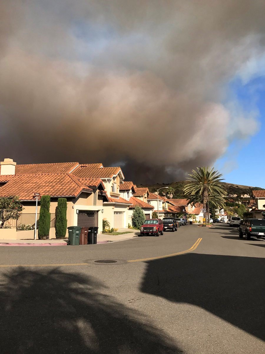 UPDATE: #CristianitosFire on Camp Pendleton grows to 250 acres https:/...