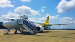 BBCニュース - 日本の航空会社、車いすの男性を自力で搭乗させる https://t.co/QTkdM9qBVA https://t.co...