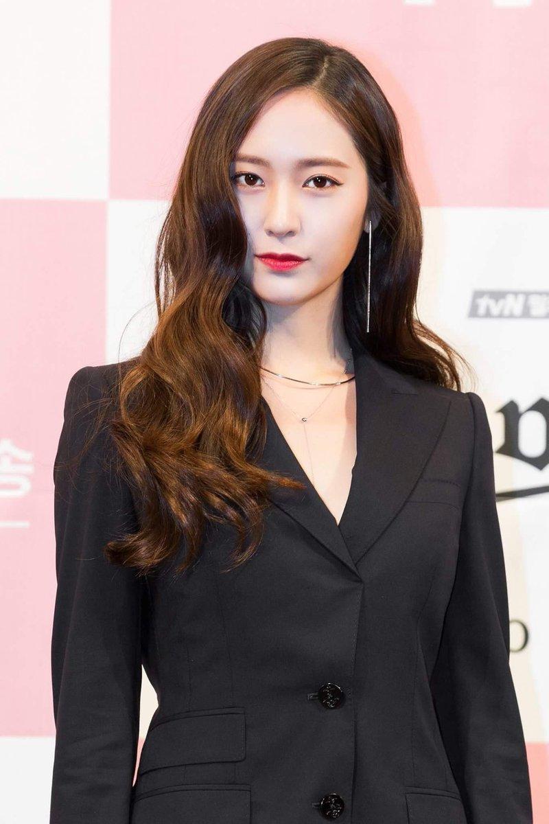 ELLE FACEBOOK KOREA updates;❤️ #Krystal...