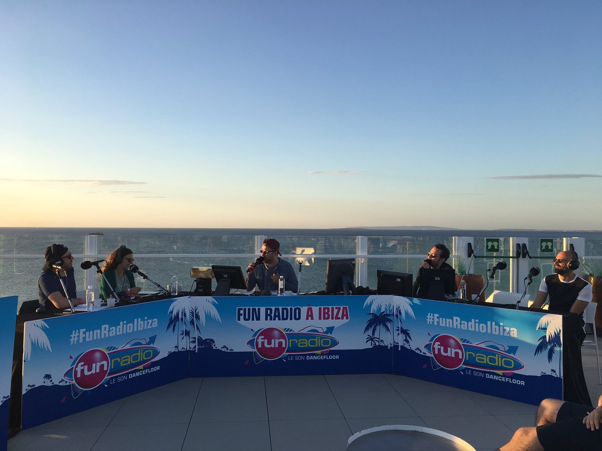 .@BRUNOFUNRADIO en direct de Ibiza ☀️🌴💙 avec @HariboPIK >> https...
