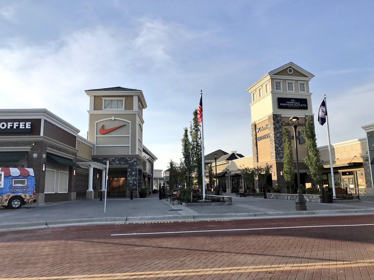 They're here! Norfolk Premium Outlets open at 10! @WTKR3 https://t.co/...