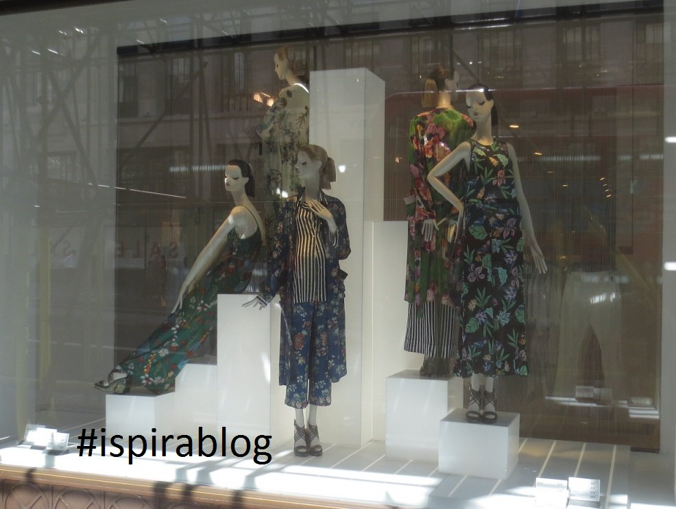 Zara  London Summer 2017 - Womenswear Collection - outfits in floral fantasies with heeled sandals #ispirablog #zara  http:// bit.ly/3zaral  &nbsp;  <br>http://pic.twitter.com/8v7UWZPeTD