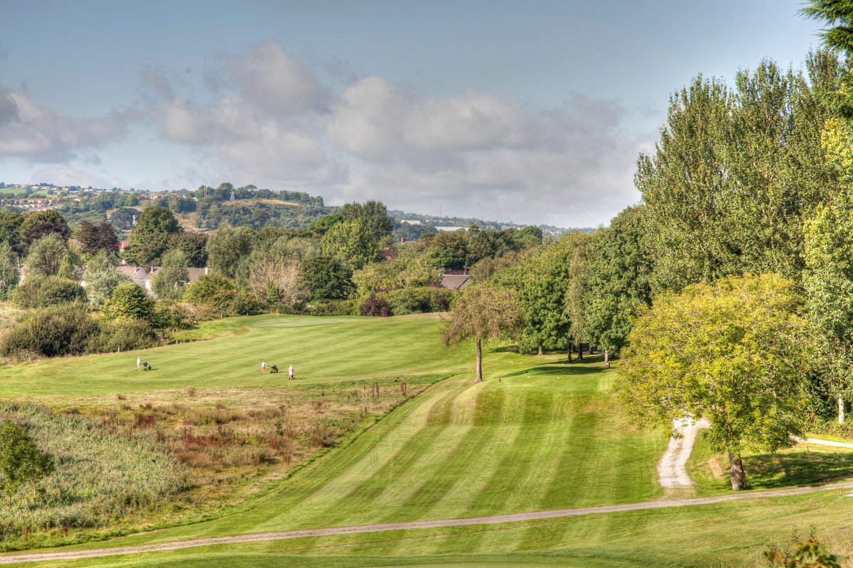 Perfect day for the Open Singles with tee times available from 11.50am #golf #cork #opensingles<br>http://pic.twitter.com/dnvIKRL2pY