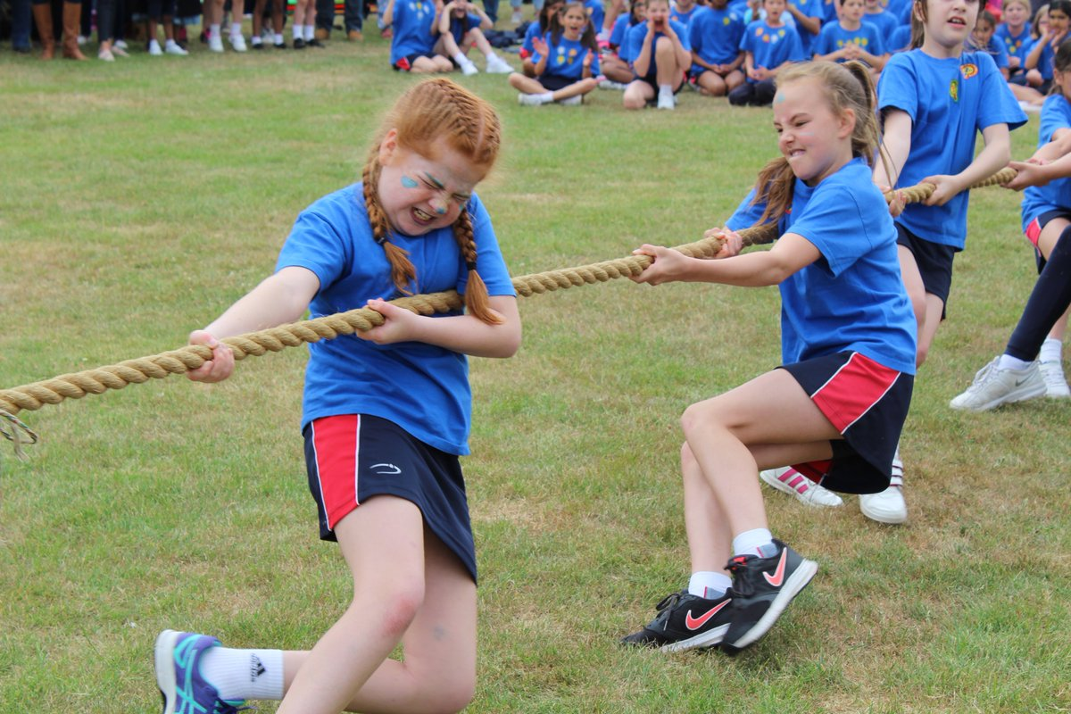 One of the closest and most exciting Tug-of-War finals #NHEHSJuniors has ever seen! #PULL! @nhehs_sport<br>http://pic.twitter.com/Ce046LAVQY