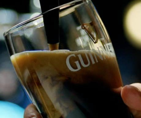 19 facts you never knew about Guinness   http:// crwd.fr/2qvYeYx  &nbsp;    @GuinnessIreland #guinness #bar<br>http://pic.twitter.com/8y8wHz6om2