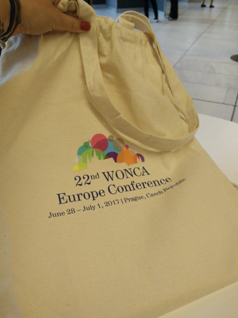 Muy contenta con mi total bag (es tote + mochila). Soy de gustos sencillos. #BlondieOnTour pic.twitter.com/2vIVALlUkv