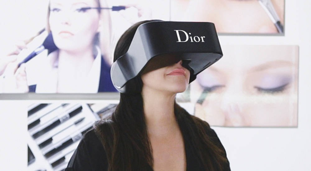 A terrific @ClickZ piece on &#39;Interactive Realities&#39; in the #fashion #retail space by @IsabelleOhnemus @eyefitu   https:// twitter.com/Linney1851/sta tus/880343928012234752 &nbsp; … <br>http://pic.twitter.com/Jf01yzV1Cz