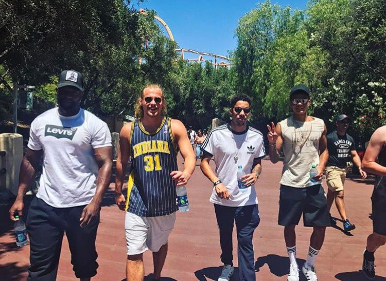 Great day at @SixFlags ✌🏽🇺🇸 https://t.co/h0y24R27VT