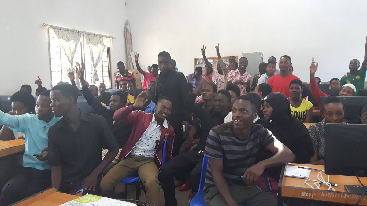 Lots of enthusiastic volunteers for committee at 1st @youthmappers meeting in #Mwanza IRDP #Tanzania <br>http://pic.twitter.com/Kbk2P4QDkf