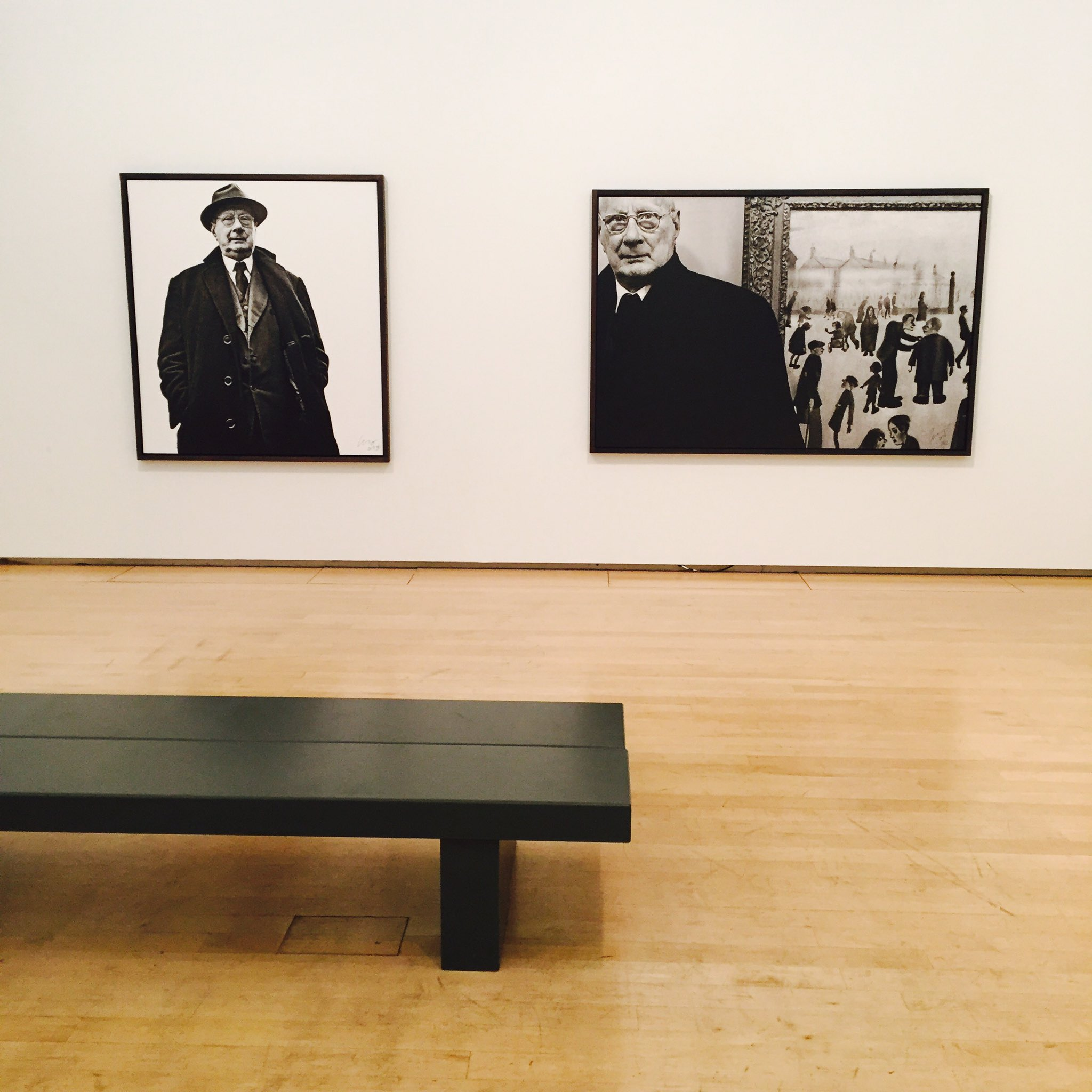 Quick break to take in the wonderfully intimate #LowryAtHome @The_Lowry Amazingly revealing photos from #CliveArrowsmith #LSLowry #Salford https://t.co/Ids7NAbTdp