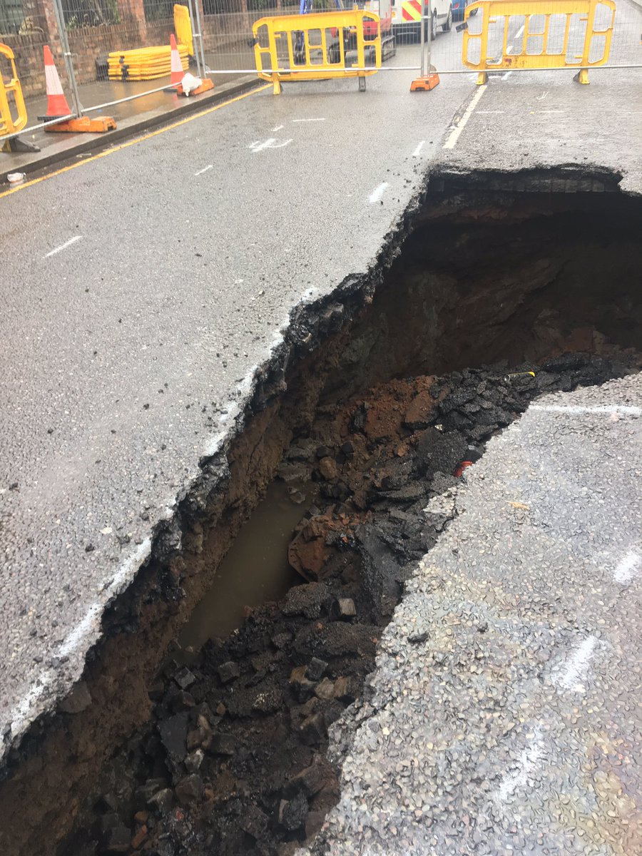This is the Edge Lane sinkhole at the moment https://t.co/yV1vzNuCK6
