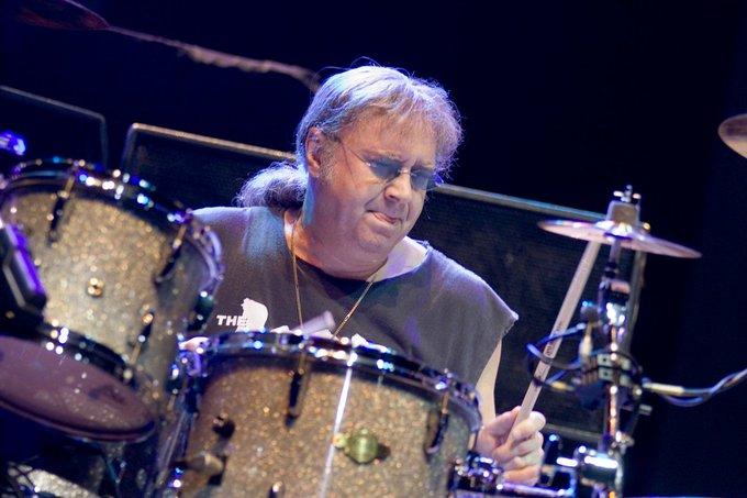 RT@ URMZINE Happy birthday to Ian Paice! (Deep Purple)