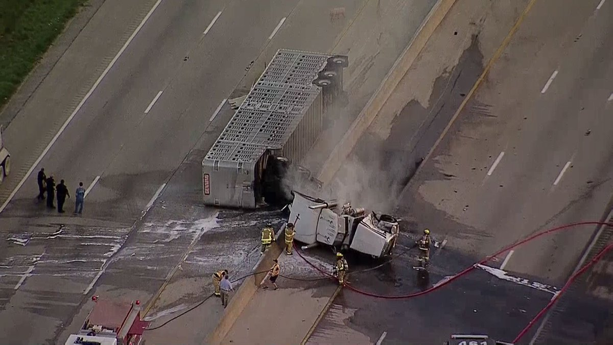 #BREAKING: 18-wheeler hauling pigs crashes, flips on I-45 at Pleasant...