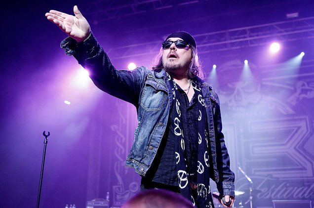 HAPPY BIRTHDAY DON DOKKEN !!  HEY GUYS LET\S SHOW SOME LOVE AND ROCK HARD !!