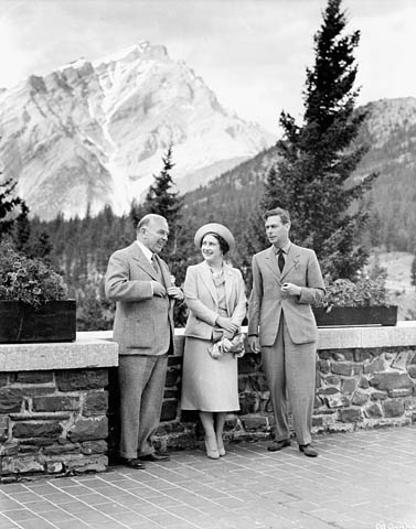 @RoyalFamily This visit marked the first time a reigning Canadian mona...