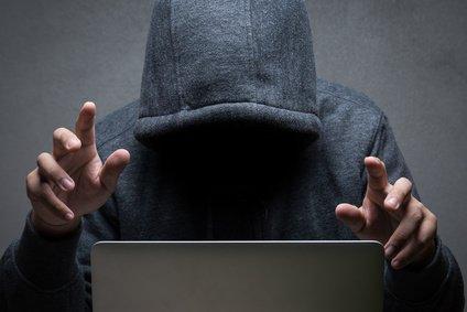 #TransfoNum #cybersecurite % des #cyberattaques visent les #TPE #PME savoir se protéger  http:// bit.ly/2s5vPtY  &nbsp;   via @netpme<br>http://pic.twitter.com/pTClDVejQ8
