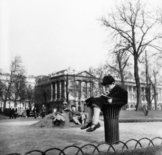 Reading In The Garden Of The Champs Elysees In 1950 https://t.co/AU5n1...