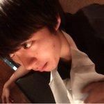 紙エプロンつけてるくせにかっこつけてるー♡かわいいー。#焼肉 pic.twitter.com/Xel…