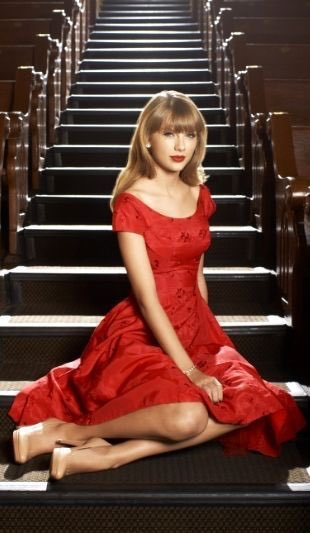 Taylor Swift Polls On Twitter Which Photo Of Taylor In A Red Dress Vote Below Taylorswiftnow Taylorswift Swifties Red Photoshoot