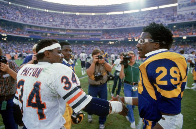 Real recognize real. #NationalHandshakeDay @EricDickerson #Bears #Rams https://t.co/6twkuiwOYQ