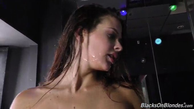 2 pic. Facial Friday @DogfartNetwork https://t.co/CNEp82tTEp