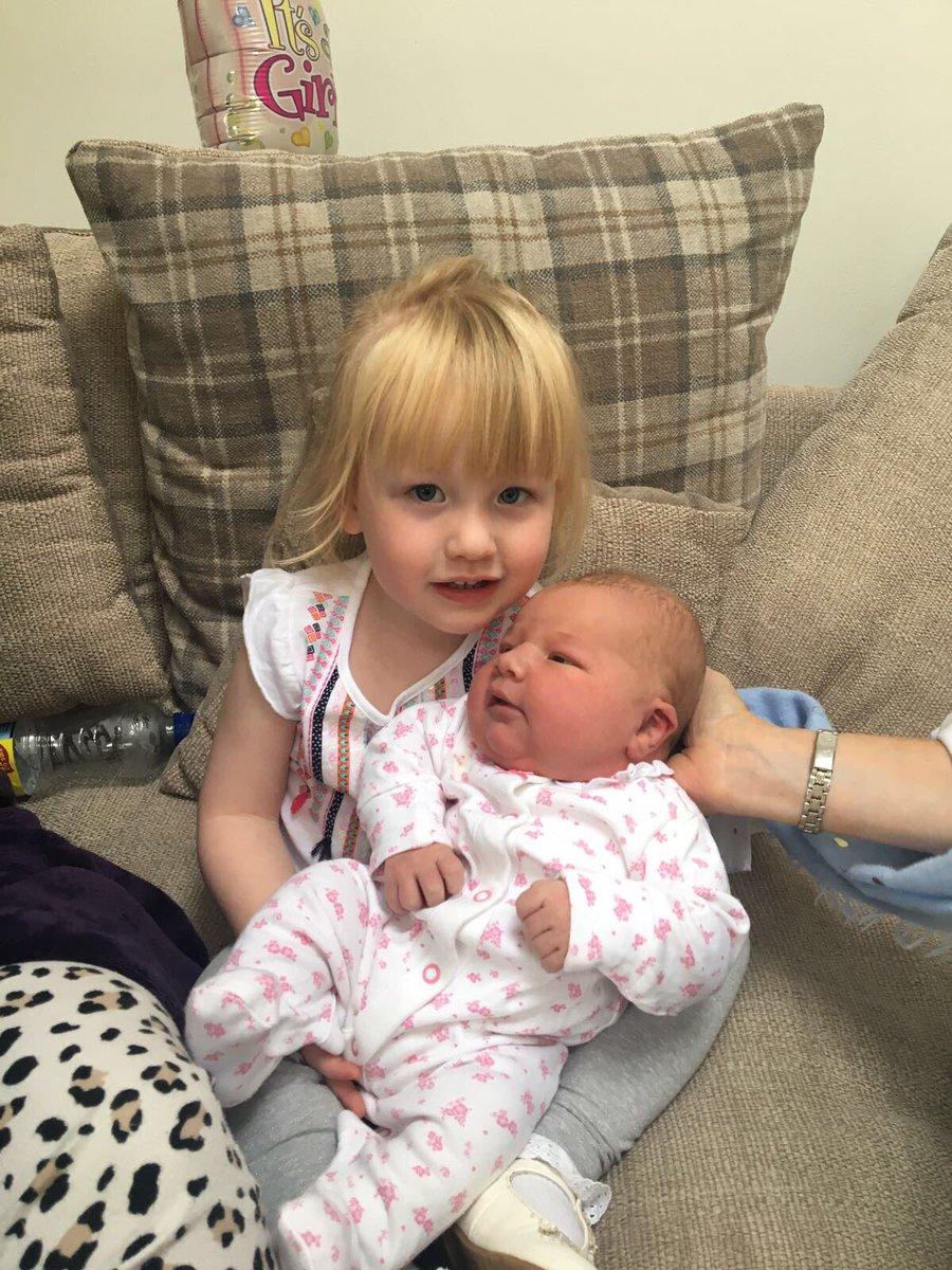 "jdp on twitter: ""aubrey-belle meets her baby sister ophelia - rose"