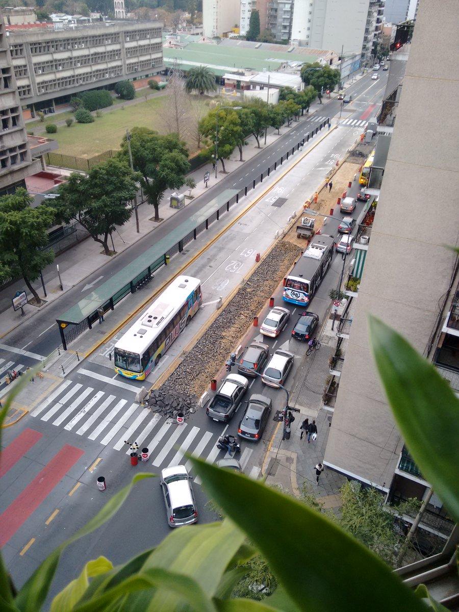 CABA: Sin explicaciones oficiales, demuelen y reconstruyen tramos del Metrobus Norte, que ya costó $ 615 millones. https://t.co/sz0EG3VVdd