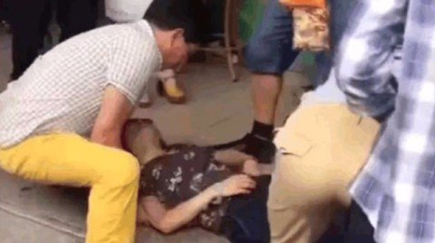 Mulher desmaia em loja ao descobrir que quebrou joia de R$ 145 mil https://t.co/5i5FkctRVM