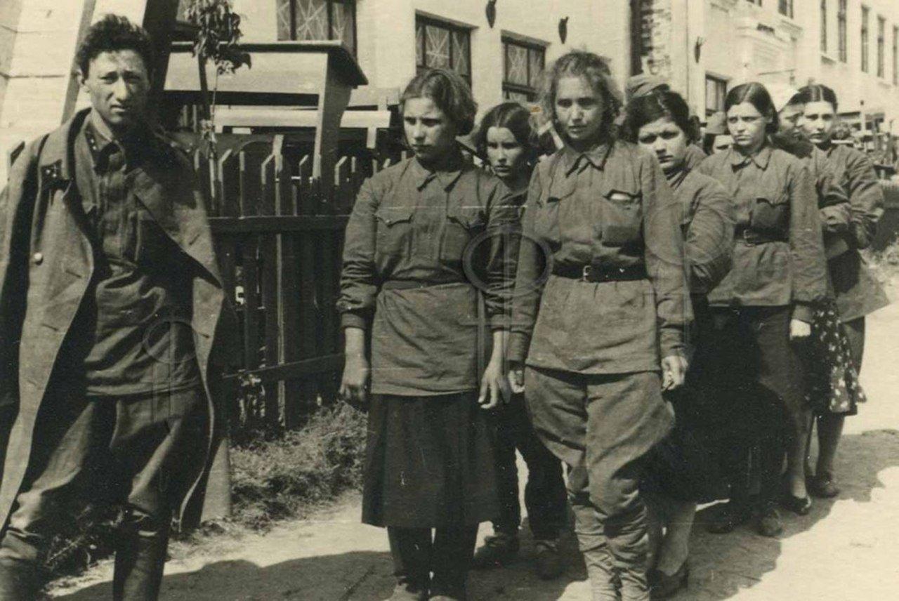 организациях фото пленных немок восток