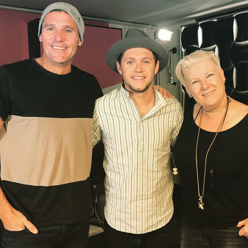 Just hanging out with @niallhoran https://t.co/Wia1BVfkuV https://t.co/JLNt3SAq1a