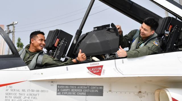 تايلاند توافق على شراء مقاتلات كورية جنوبية بتكلفة 258 مليون دولار DDj4qBnUMAAwUMD