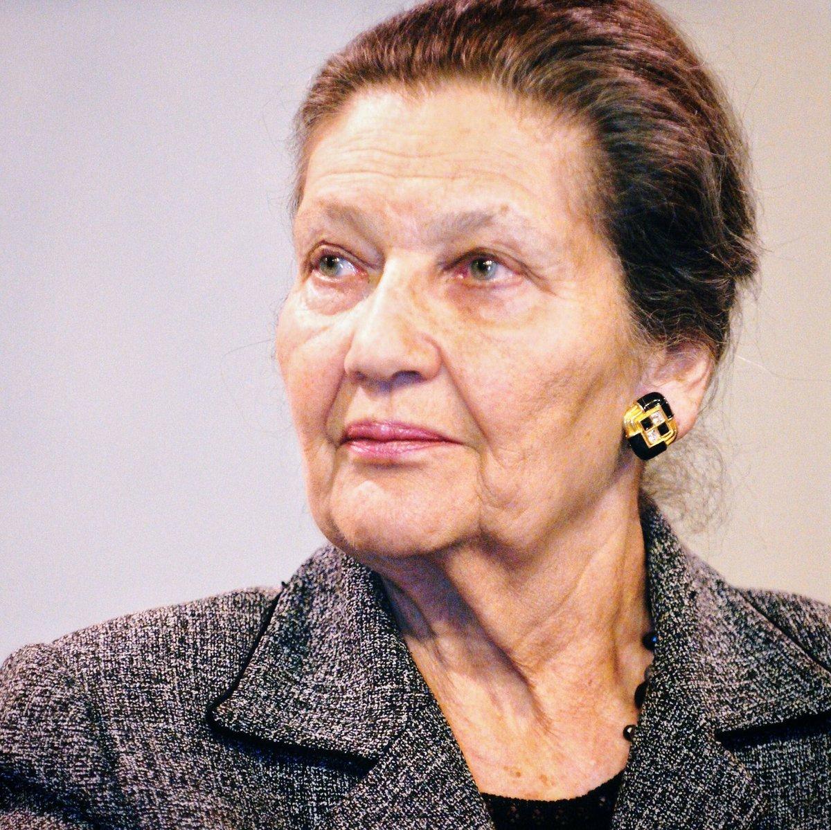 Simone Veil hissa sa vie vers les idéaux de liberté, de réconciliation et de fraternité européenne. ➜ facebook.com/FrancoisFillon…